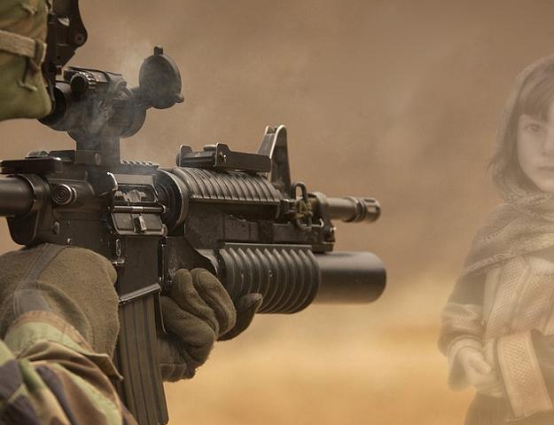 Soldat-Kind-Gewalt-Waffe