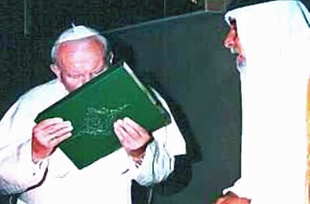 pope-kisses-koran